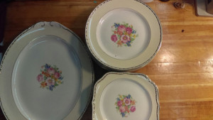 "Georgian 10-7/8"" Dinner Plate"