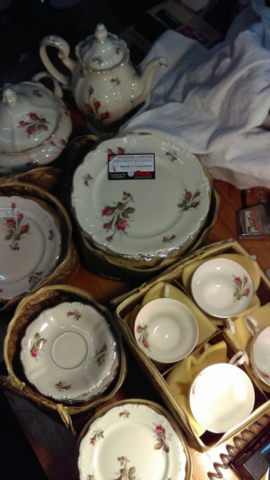 """Moss Rose 7.75"""" Lunch Plate"""