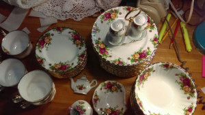 Old Country Roses Salt & Pepper Set with Holder