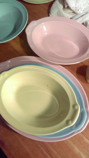 "Lu-RAY Pastels 10.25"" Oval Serving Bowl"