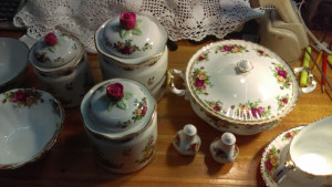 Old Country Roses 3 Piece Cannister Set