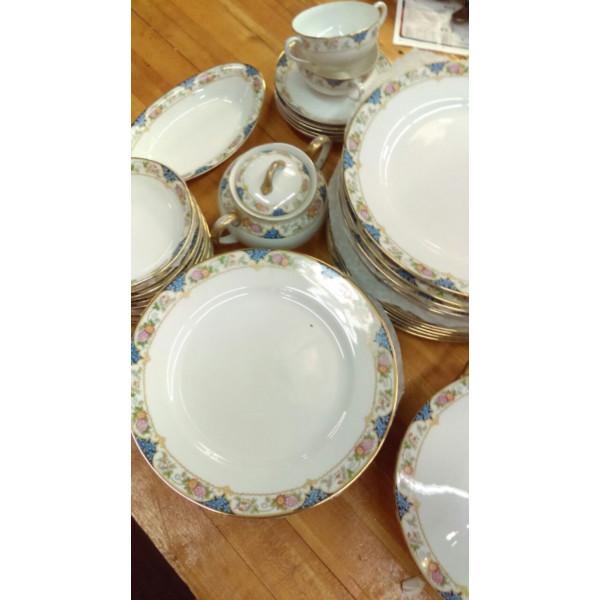 "Noritake The Magenta Oval 12"" Serving Platter"