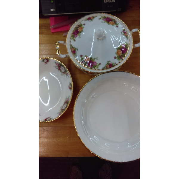"""Old Country Roses 10.5"""" Salad Bowl"""